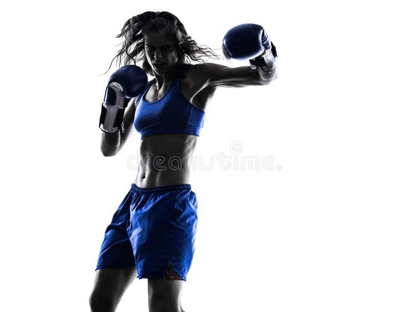 被隔绝的妇女拳击手拳击kickboxing的剪影 库存照片