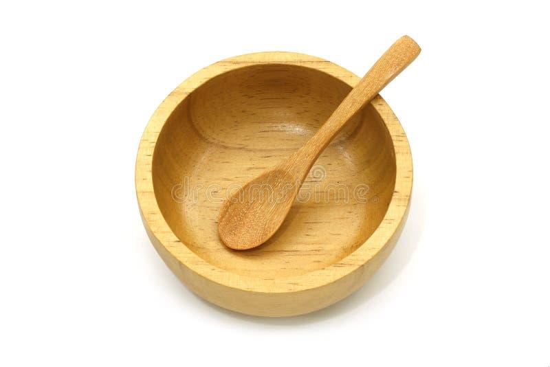 被隔绝的空的木碗和匙子在白色背景与裁减路线 库存照片
