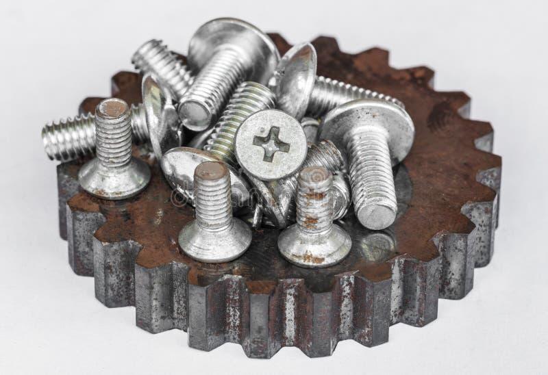 被隔绝的螺栓和坚果 免版税库存图片