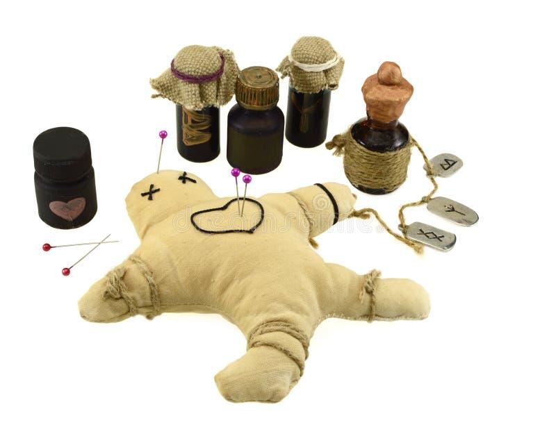 被隔绝的被刺穿的伏都教玩偶 免版税库存照片