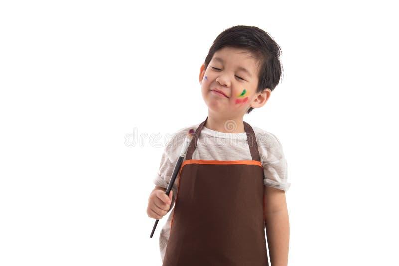 被隔绝的逗人喜爱的矮小的亚洲男孩绘画 免版税库存照片