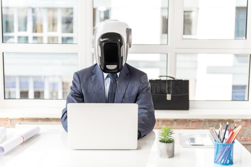 被集中的机器人运转反对窗口 图库摄影