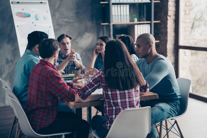 被集中的沉思千福年的公司经理会集一起解决问题决定的解答沟通 免版税图库摄影