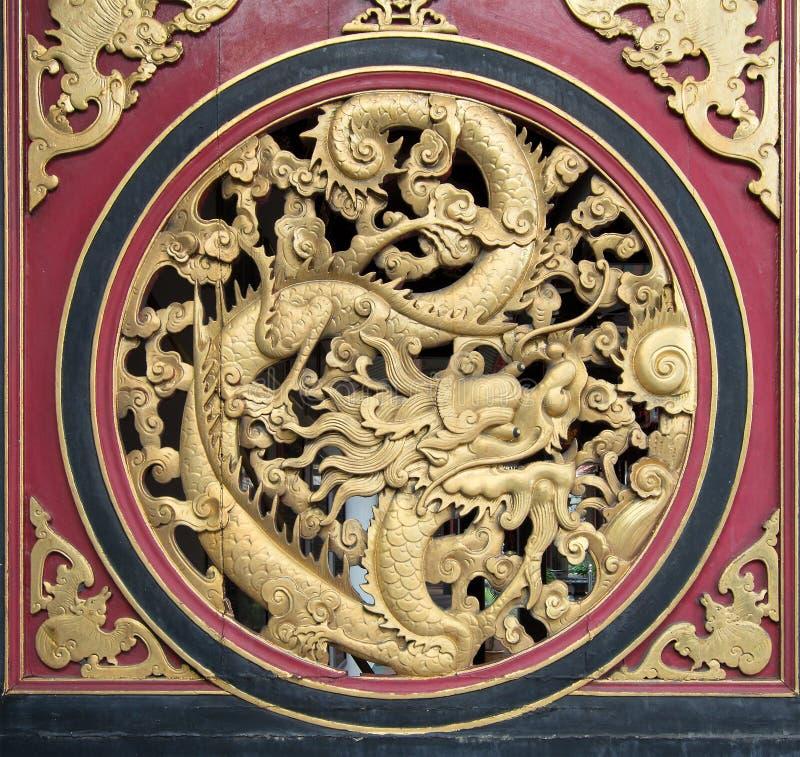 被雕刻的中国龙木头 图库摄影