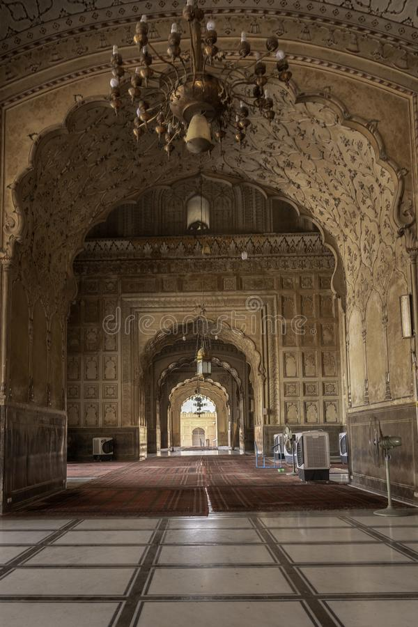 被雕刻的大理石和Badshahi清真寺精心制作的内部在Laohor,巴基斯坦 免版税库存照片