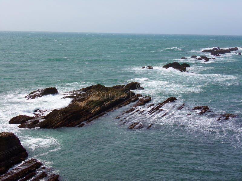 被雕刻的岩石的形成在水的旅行下来高速公路1发现路线的 免版税库存图片