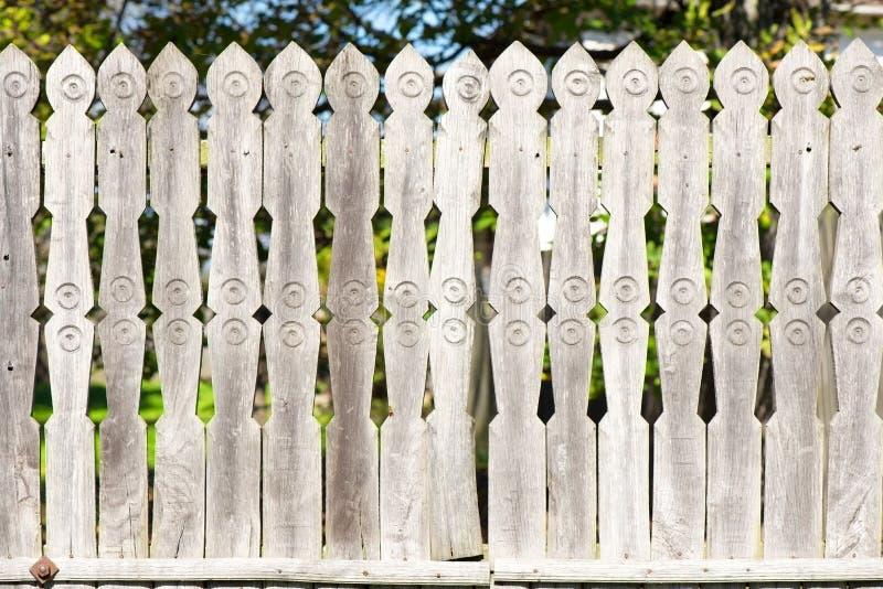 被雕刻的木篱芭 免版税库存照片