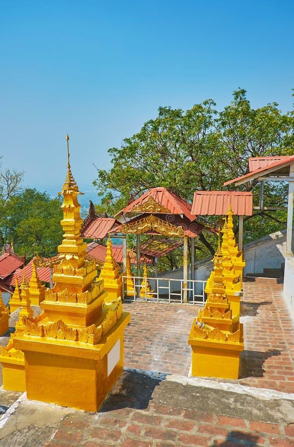 被雕刻的镀金面stupas,实皆小山,U分钟Thonze寺庙 免版税库存图片
