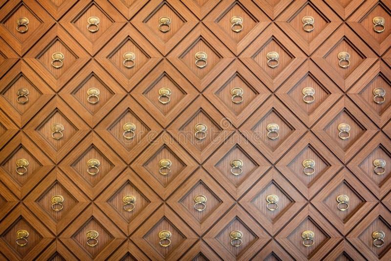 被雕刻的木墙壁 免版税库存图片