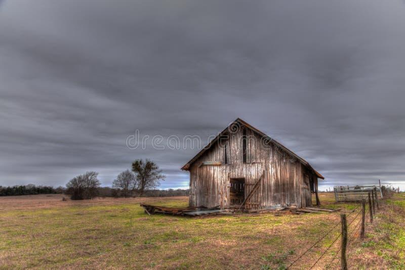 被风化的东部得克萨斯谷仓 库存照片