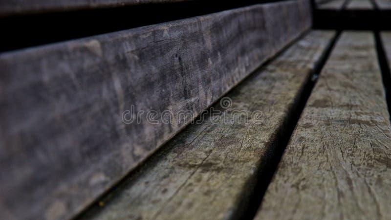 被风化的木长凳 库存图片