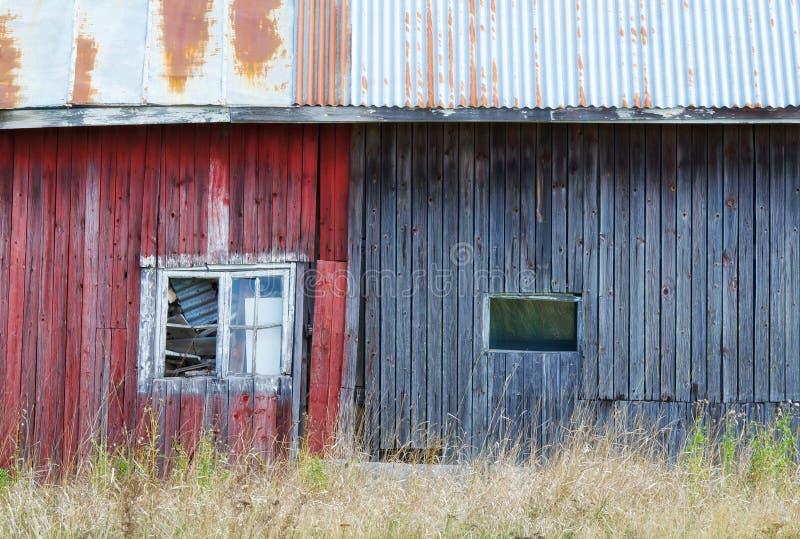 被风化的棚子外部  免版税库存照片