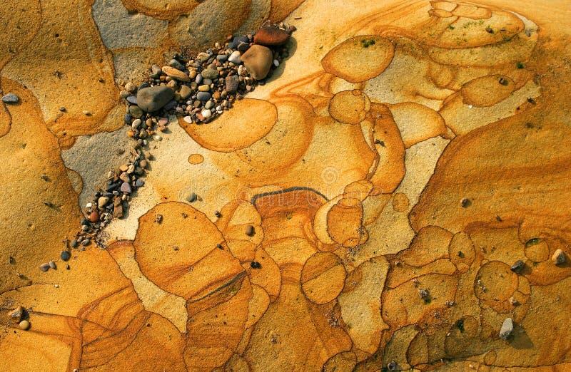 被风化的海滩石头 库存图片