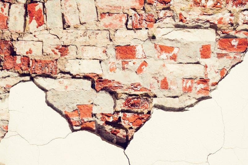 被风化的红砖墙壁石纹理背景  免版税图库摄影