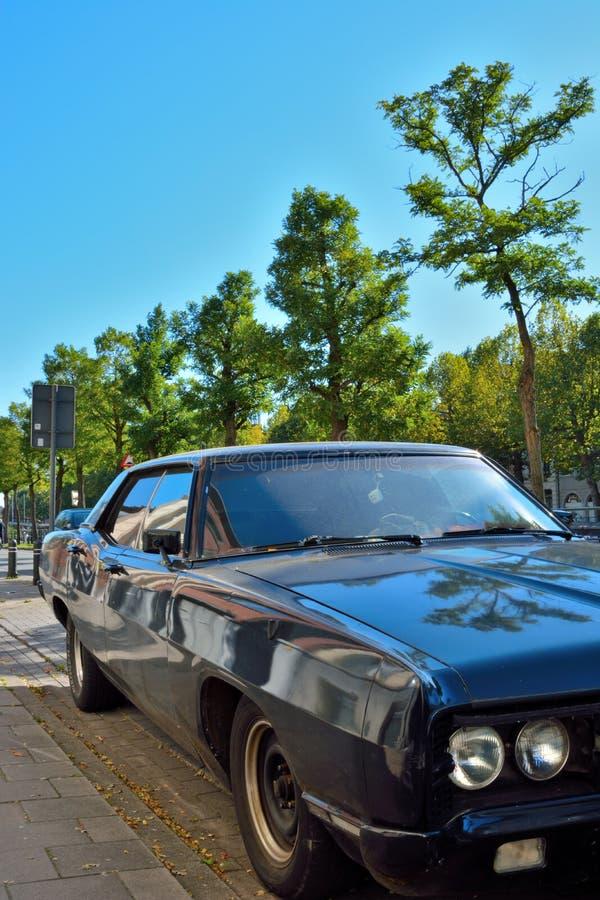 被风化的老肌肉汽车 免版税图库摄影