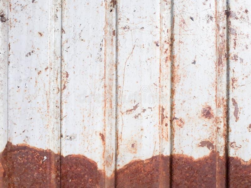 被风化的被描出的金属背景消弱的铁锈 库存照片
