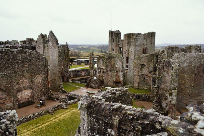 被破坏的中世纪城堡,套袖大衣城堡,威尔士 免版税库存图片