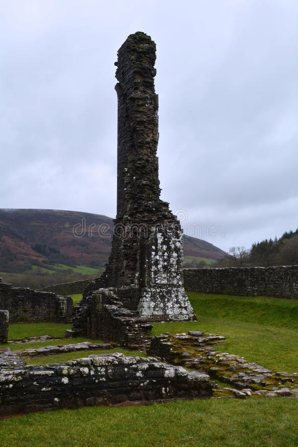 被破坏的中世纪小修道院墙壁,威尔士 库存照片