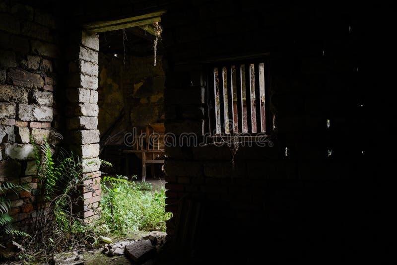 被破坏的中国古老寓所门道入口  库存图片
