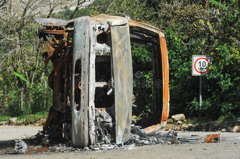 被破坏的和被烧的汽车 图库摄影