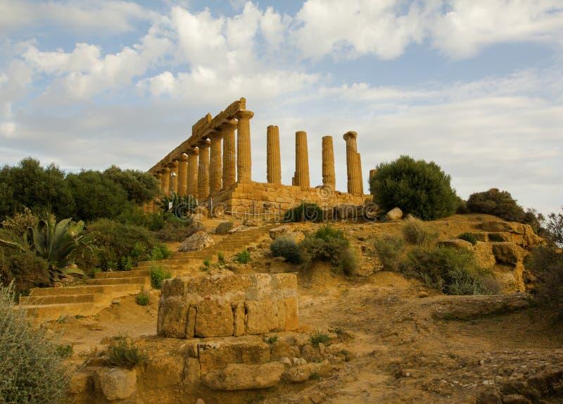 被破坏的希腊寺庙在阿哥里根托 图库摄影