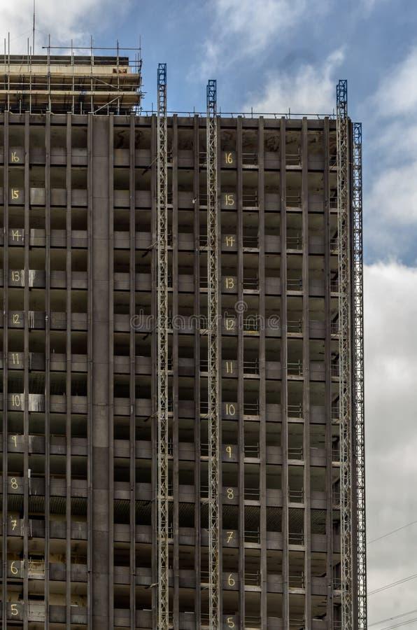 被破坏的摩天大楼 免版税库存照片
