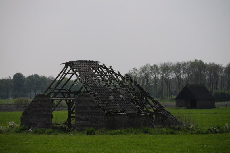 被破坏的荷兰农厂房子 库存图片
