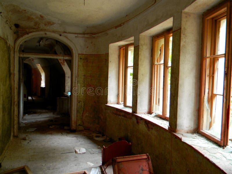 被破坏的走廊 免版税库存照片