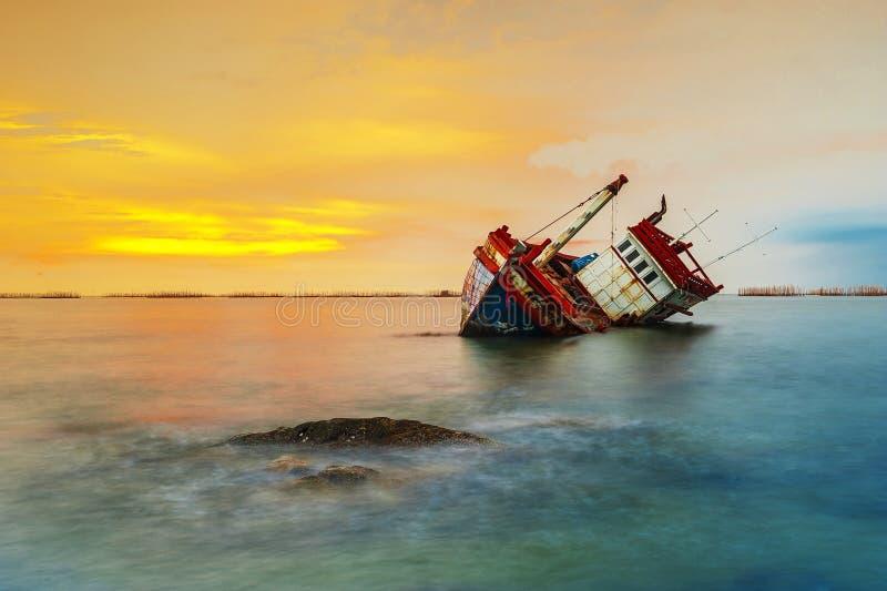 被击毁的船 免版税库存照片