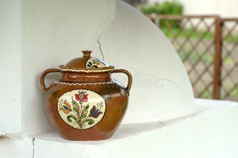 被绘的陶瓷罐 免版税图库摄影
