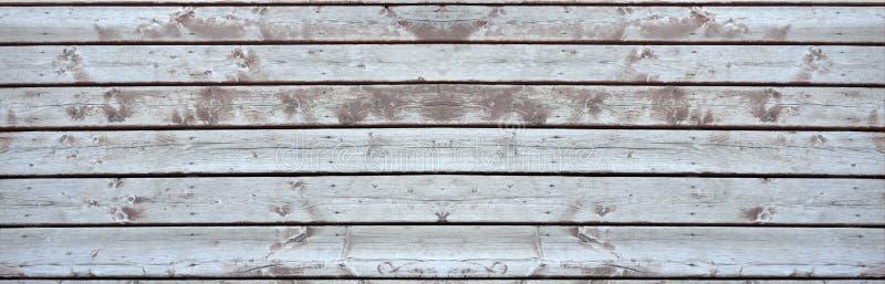 被延长的老木甲板 免版税库存照片