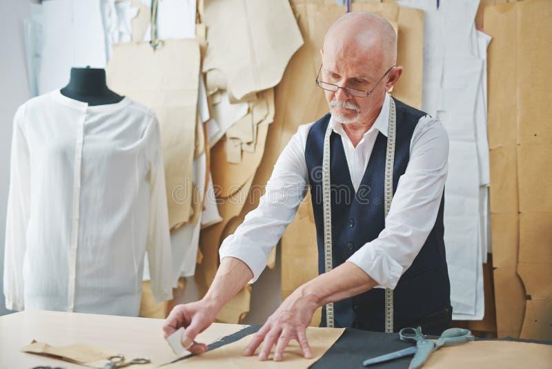 裁缝在工作 免版税库存图片