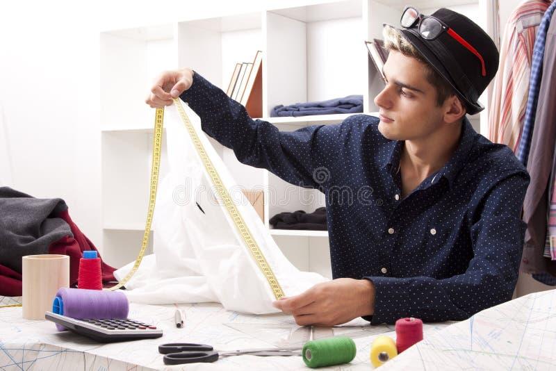 裁缝在纺织品车间