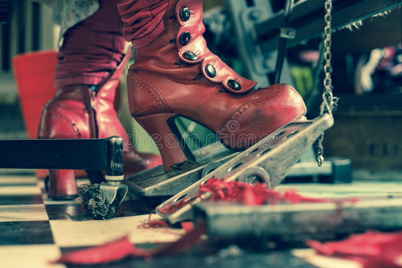 裁缝红色时尚起动缝纫机的 库存照片