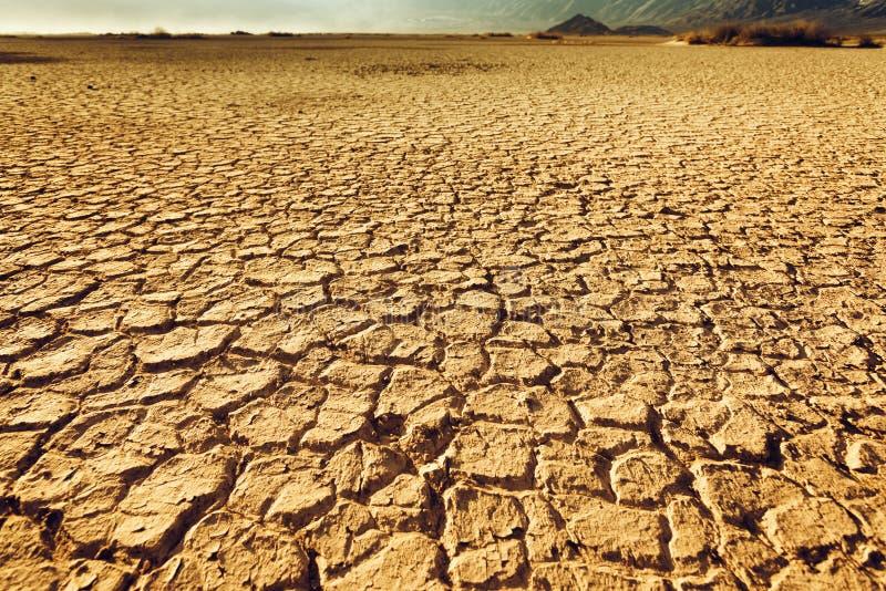 破裂和干旱的土壤 免版税库存照片