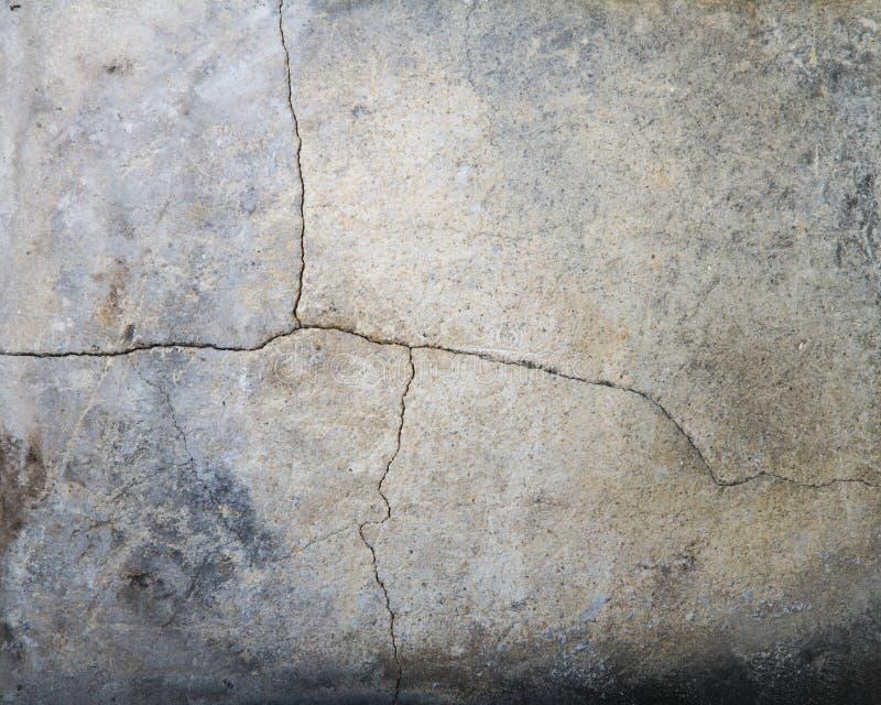 破裂的被烧焦的岩石 免版税库存图片