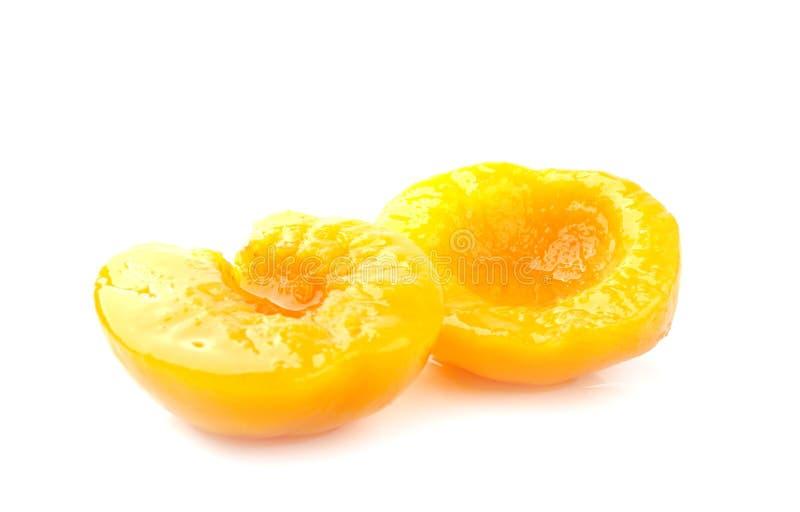 装于罐中的桃子 免版税库存图片