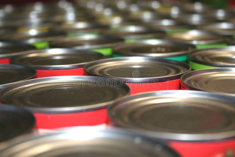 装慈善食物于罐中 免版税库存照片
