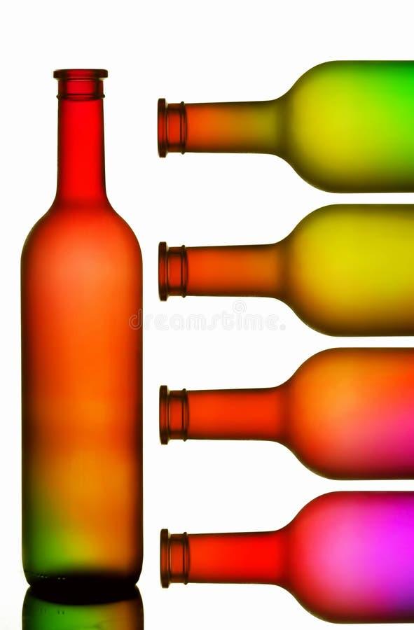 装瓶五颜六色的酒 库存例证