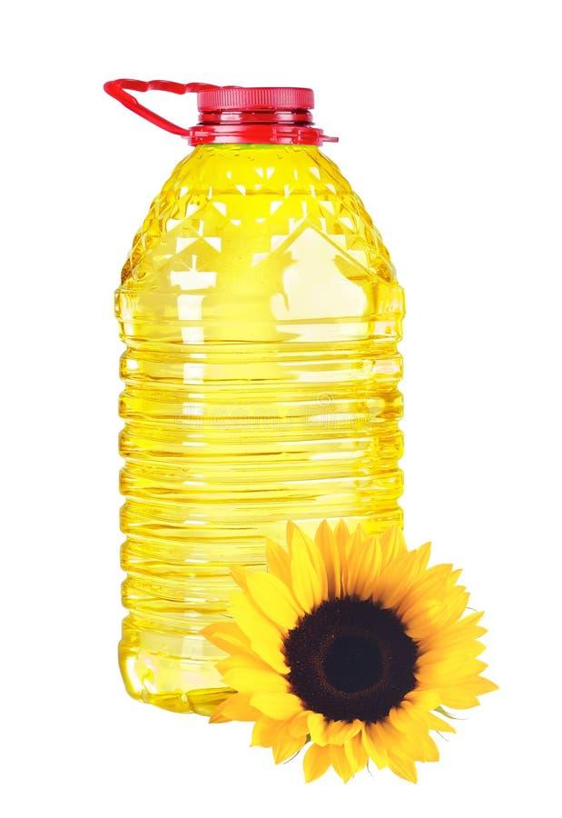 装瓶在白色的油塑料大和向日葵 免版税图库摄影