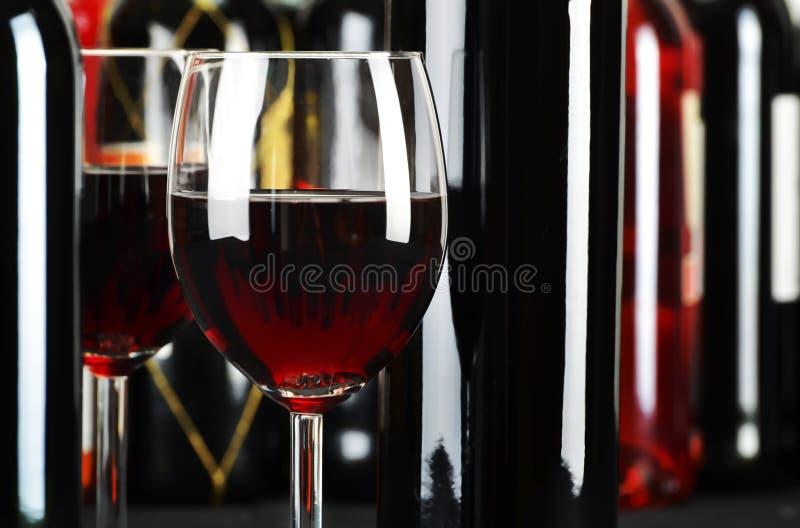 装瓶构成玻璃红葡萄酒 库存照片