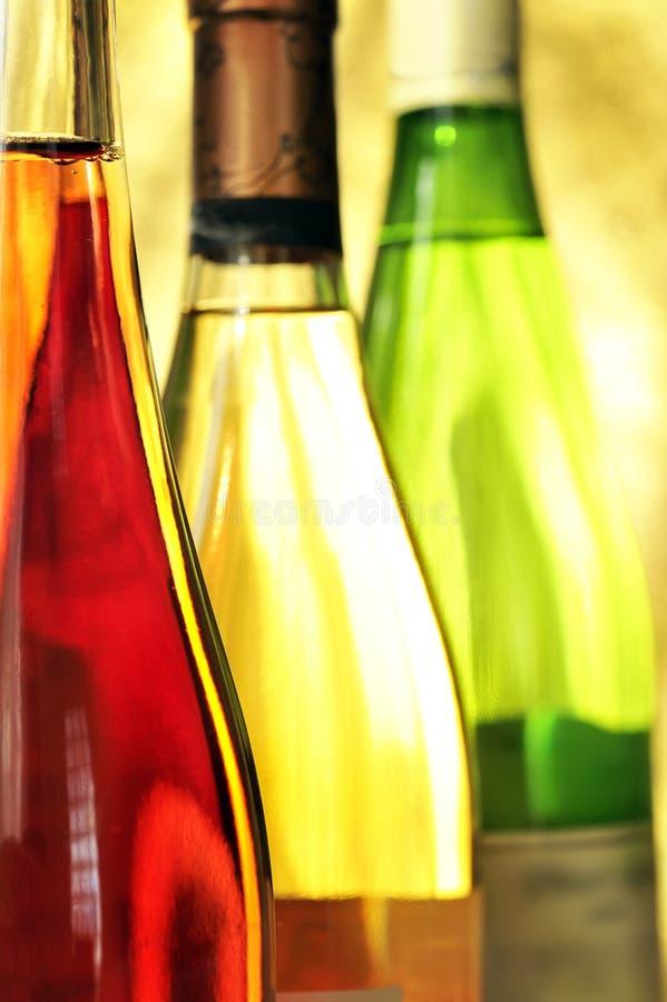 装瓶生活不起泡的酒 免版税库存照片