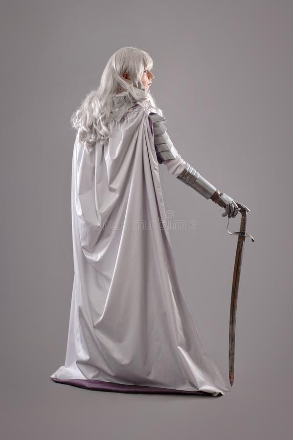 装甲女性骑士发光 库存照片