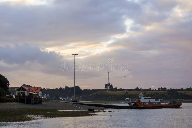 装货港在奇洛埃岛 免版税库存图片