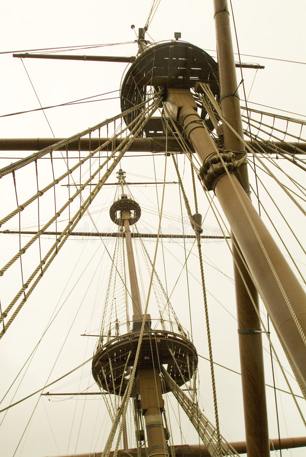 装配s船的帆柱 免版税库存图片