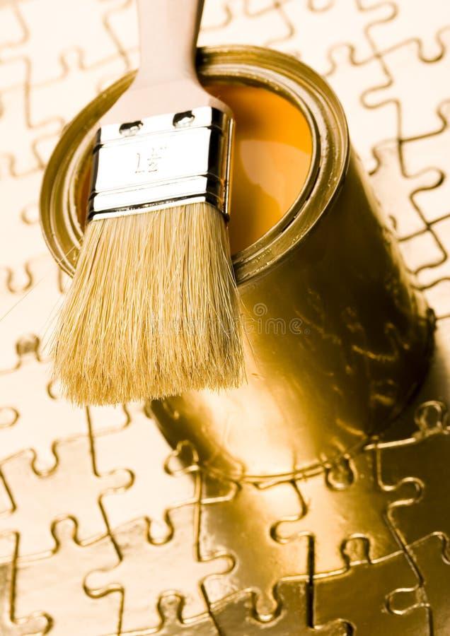 装金子于罐中 库存照片