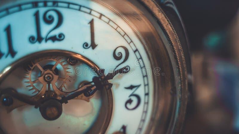 装饰与葡萄酒时钟表盘 库存照片
