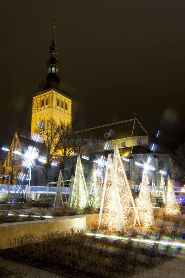 装饰光和老高教会在塔林 库存照片
