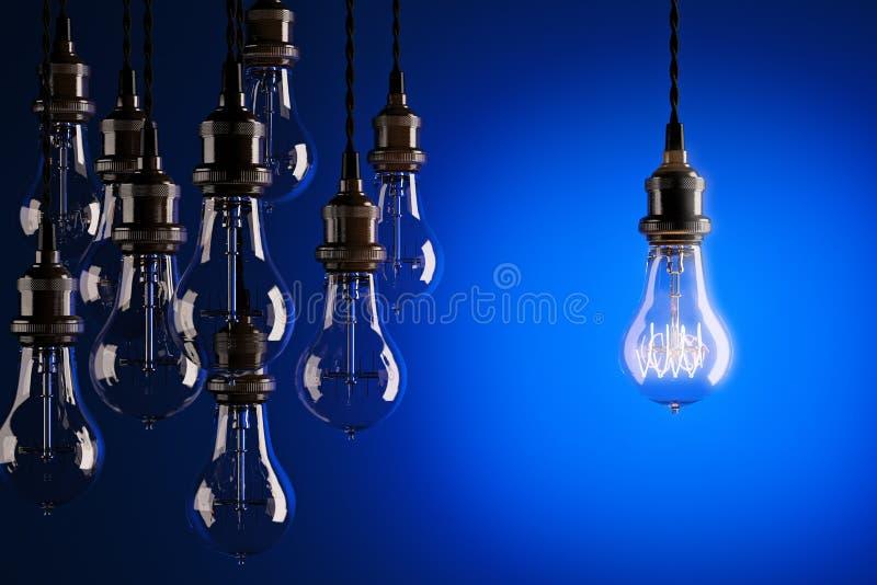 装饰古色古香的反对蓝色背景的爱迪生样式电灯泡 皇族释放例证
