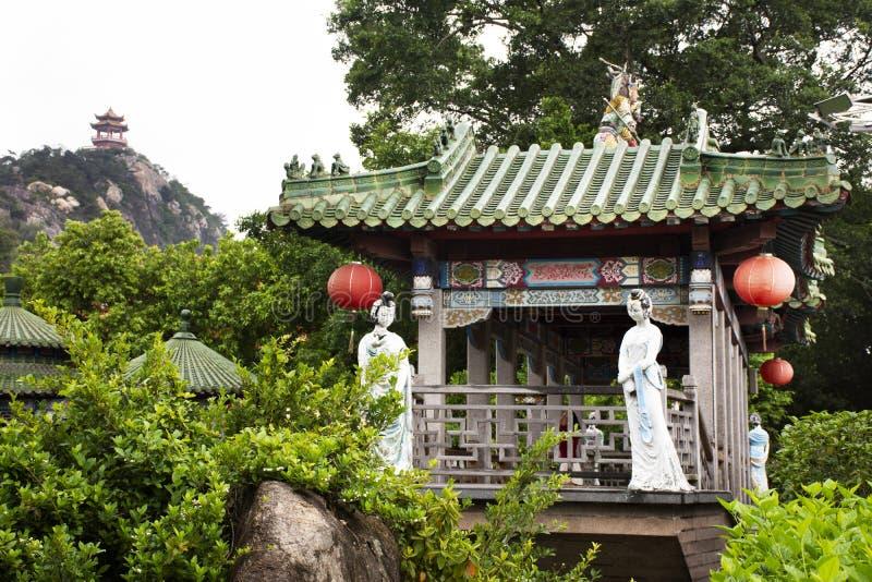 装饰和天坛寺庙室内设计中国风格人旅行参观的在汕头或Swatow在潮州,中国 免版税库存图片